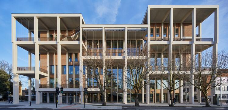 Kingston University Town House Dirancang oleh Grafton Architects Memenangkan Hadiah Stirling RIBA 2021, © Ed Reeve