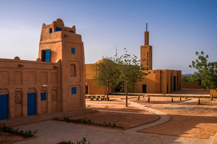 La otra cara de la arquitectura islámica en las mezquitas del África subsahariana, Hikma - Complejo religioso y secular por atelier masomi. Imagen © James Wang