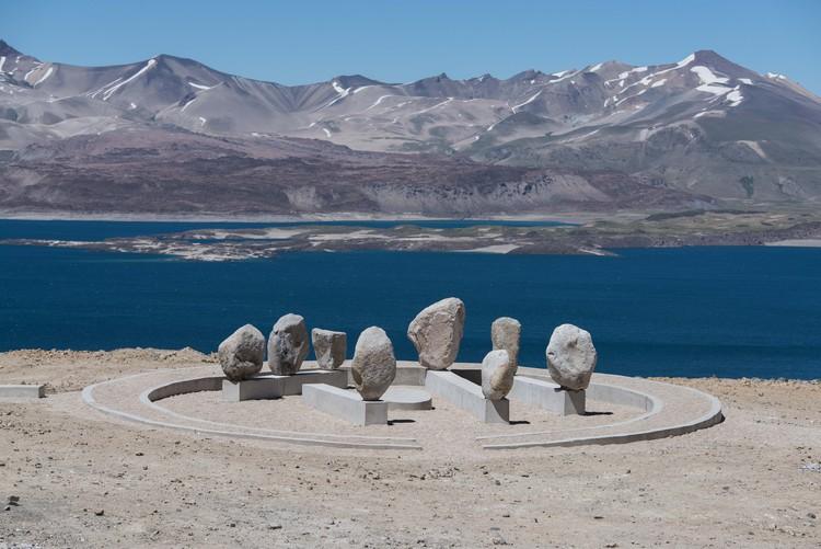 Señalar la presencia en el territorio: El Hito Conmemorativo Comisión Pehuenche en la Región del Maule, Chile, © Felipe Figueroa