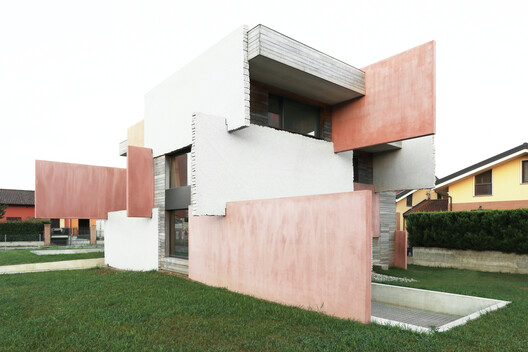 archdaily.com - Paula Pintos - Houses of Cards / Elastico Farm